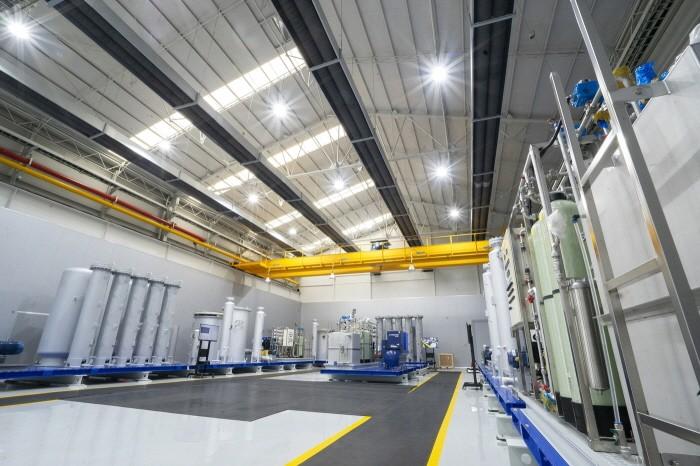 현대로템 수소추출기 설비조립센터 내부(제공:현대로템)