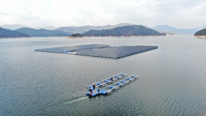 합천댐 수상태양광 발전소 공사 현장(제공:한화큐셀)
