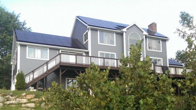 미국 뉴햄프셔주 주택에 설치된 한화큐셀 태양광 모듈(제공:한화큐셀)