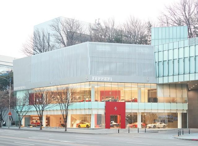 페라리, 서울 반포 전시장 · 서비스센터 오픈