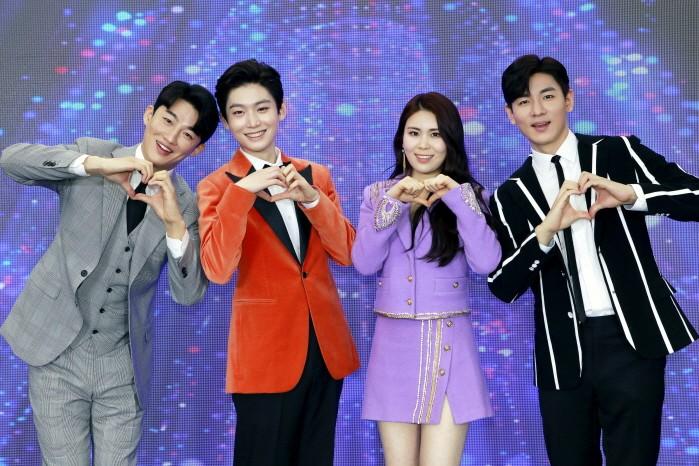 지난 19일 KBS 트롯 전국체전 톱8 간담회가 온라인으로 열렸다. (왼쪽부터) 신승태, 김용빈,, 최향, 한강 등이 포즈를 취하고 있다. (사진=포켓돌스튜디오 제공)