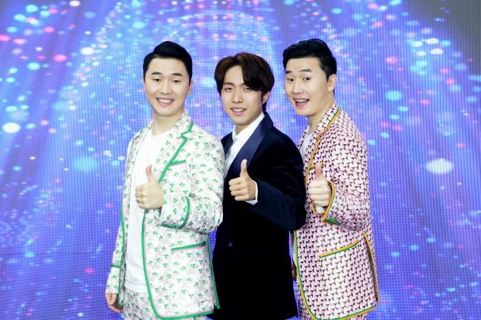 지난 19일 KBS 트롯 전국체전 톱8 간담회가 온라인으로 열렸다. 재하(가운데)와 상호&상민(좌, 우)이 포즈를 취하고 있다. (사진=포켓돌스튜디오 제공)