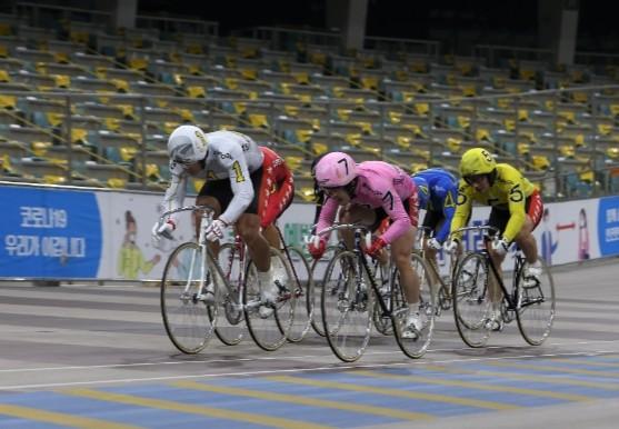 황승호(1번)가 류재열(7번)가 접전 끝에 1위로 결승선을 통과하며 2021년 첫 특선급 결승에서 우승했다.