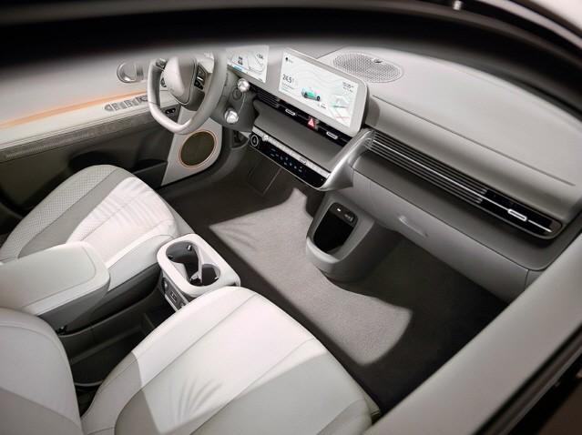 현대차, 전기차 '아이오닉 5' 공개…2만6500대 판매 목표