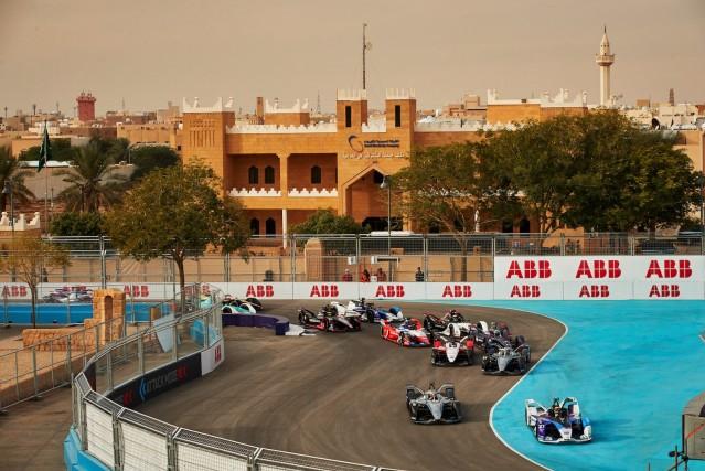 FIA 포뮬러 E 시즌 7, 사우디아라비아 야간 경주로 막 올려