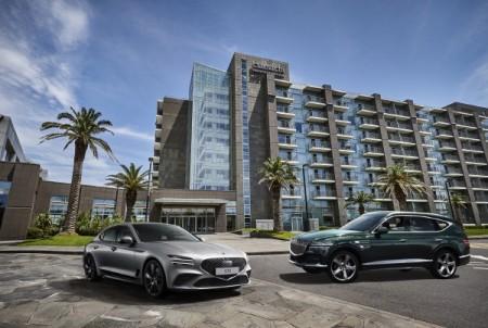 해비치 호텔앤드리조트 앞 제네시스 '더 뉴 G70'과 'GV80'의 모습