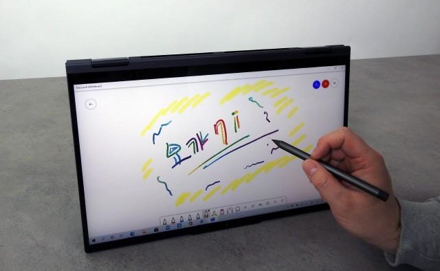기본으로 제공되는 디지털 펜과 화이트보드 앱으로도 그림을 그리는 맛을 느낄 수 있다.