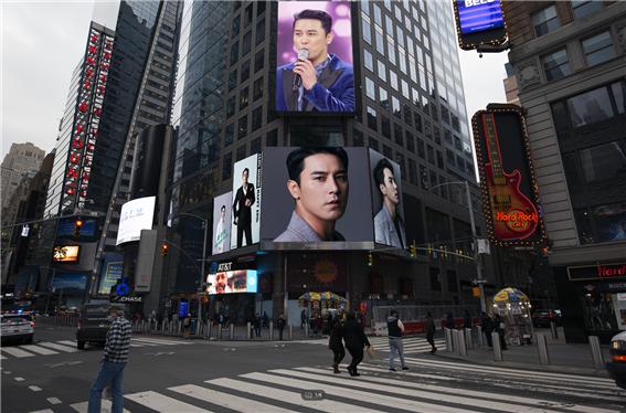 장민호, 뉴욕 타임스퀘어 전광판 화려하게 장식