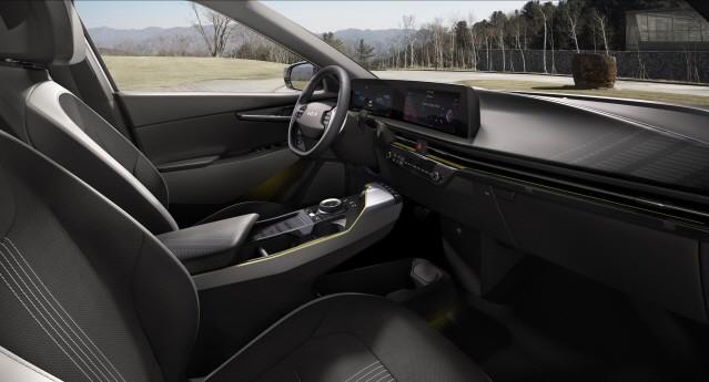 기아, 제로백 3.5초 'EV6' 공개…年 10만대 판매 목표