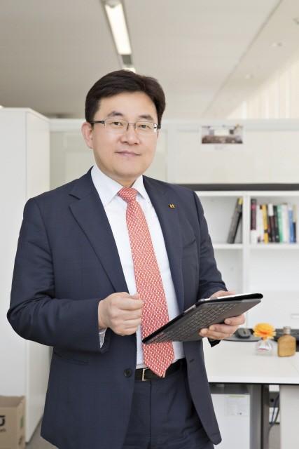 KT 송재호 AI/DX융합사업부문장이 한국스마트홈산업협회 12대 협회장으로선임됐다.