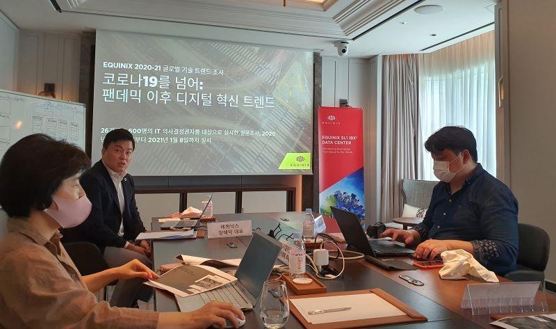 에퀴닉스 장혜덕 한국대표가 에퀴닉스가 조사한 글로벌 연구를 발표하고 있다.