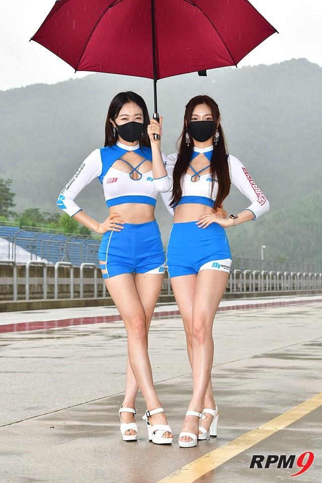 레이싱 모델 선우(왼쪽), 황주영(오른쪽)