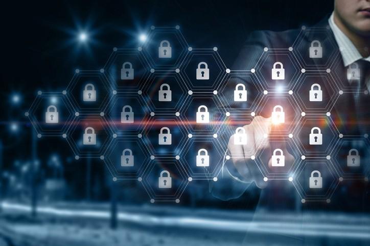 복잡한 하이브리드 멀티 클라우드 보안 최적 솔루션은?