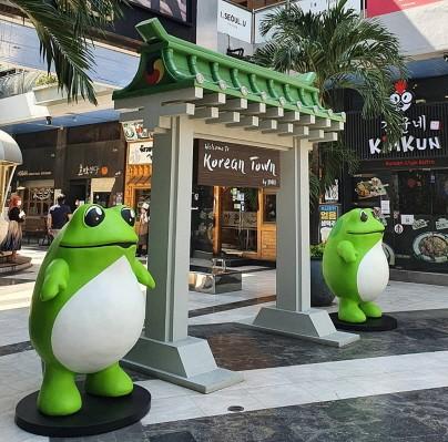 태국 방콕에 위치한 수쿰윗(SuKhumvit) 코리아타운에 진로 두꺼비가 설치된 모습 (사진제공=하이트진로)