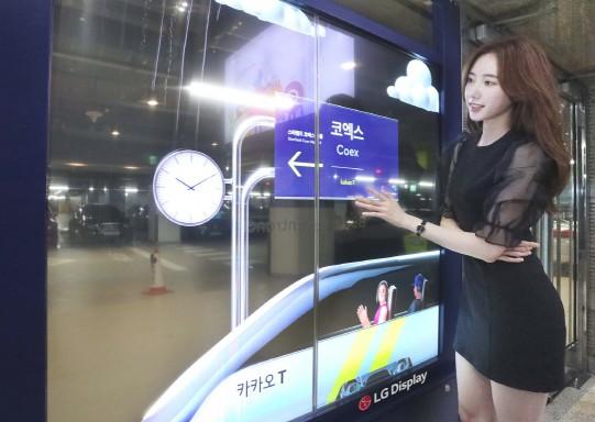 코엑스 주차장에 설치된 투명 OLED