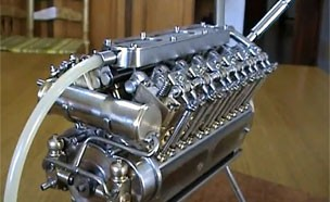 세계에서 가장 작은 '손바닥 V12기통 엔진'