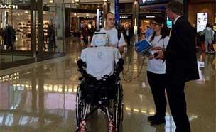 [동영상] 비행기 탑승하는 로봇, 여권도 있다?