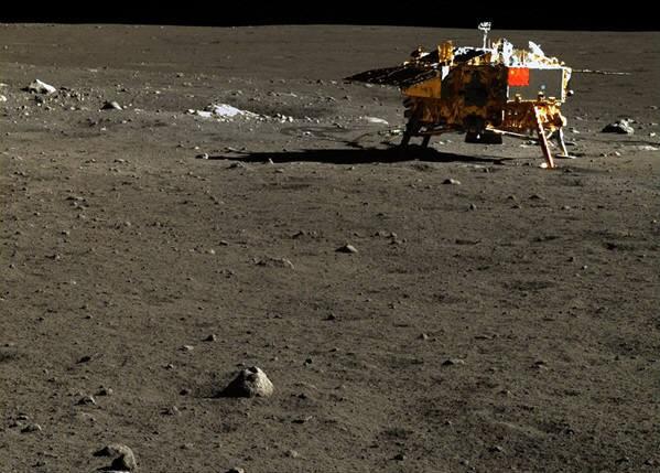 중국 달탐사로봇이 촬영한 고해상도 달 사진