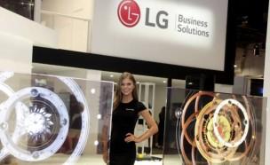 LG전자, 영국 루턴공항에 사이니지 대거 납품...세계 사이니지 시장 공략 속도