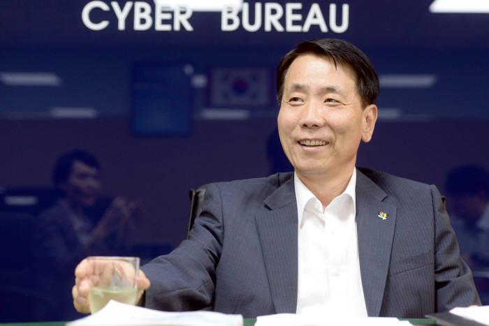 [시큐리티톱뷰]<82>강성복 경찰청 사이버안전국장