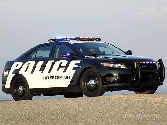 시카고의 新경찰차, 포드 폴리스 인터셉터