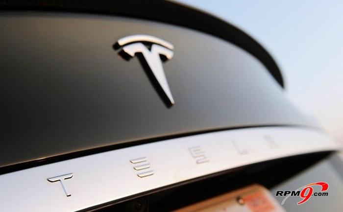 ▲ 테슬라는 모델S의 성공을 바탕으로 2014년 SUV모델인 '모델X'를 내놓고, 2015년엔 '모델E'까지 출시하겠다는 전략이다.(사진=autoblog.com)