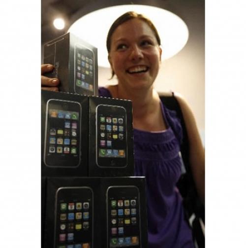 가장 먼저 아이폰 3G를 구입한 스위스 사람
