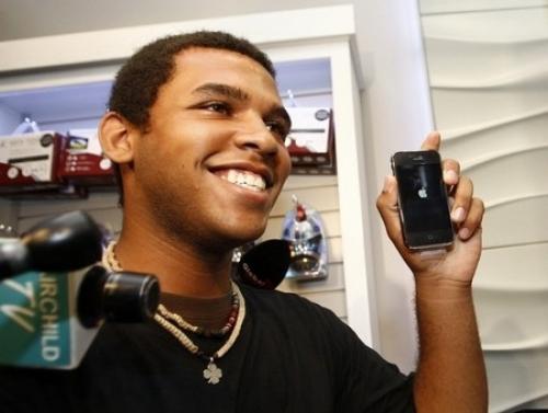 가장 먼저 아이폰 3G를 구입한 캐나다 사람