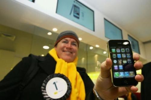 가장 먼저 아이폰 3G를 구입한 호주 사람