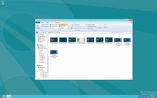 시작화면에서 '바탕화면'을 선택하거나 기존 윈도 애플리케이션을 시작하면 익숙한 모습의 바탕화면이 나타난다. 왼쪽 하단 '시작 버튼'이 사라진 것이 다른 점이다.