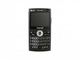 윈도 모바일 5.0을 운영체제를 탑재하고 쿼티 키패드를 내장한 삼성전자의 SCH-M620. 파일까지 첨부할 수 있는 이메일 송수신 HSDPA와 무선랜 GSM 글로벌 로밍 서비스를 지원하는 스마트폰이다(사진:www.anycall.com).