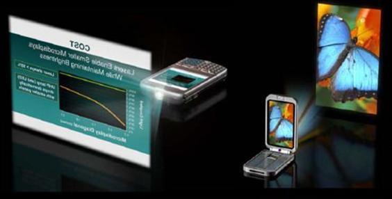 휴대폰에 장착된 레이저프로젝션 장치를 통해 화면을 더욱 크게 볼 수 있는 시대가 오고 있다.