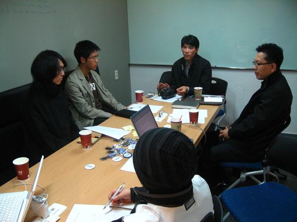 지난 주말 부산 서면에서 열린 '제4회 부산 블로거 포럼' 참석자들이 블로그 문화에 대해 토론하고 있다.