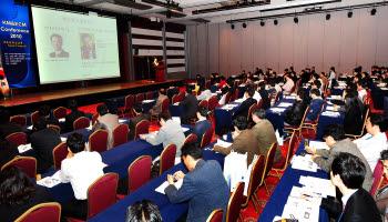 올해 KM&ECM 콘퍼런스가 17일 서울 삼성동 코엑스 그랜드볼룸에서 `지식클라우드와 스마트협업`을 주제로 개최된다. 사진은 작년 4월에 열린 KM&ECM 2010 모습.