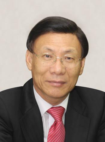 مدير مؤسسة الطاقة النووية والمياه الكوريا كيم جونغ شين  208242_20111114165104_764_0001