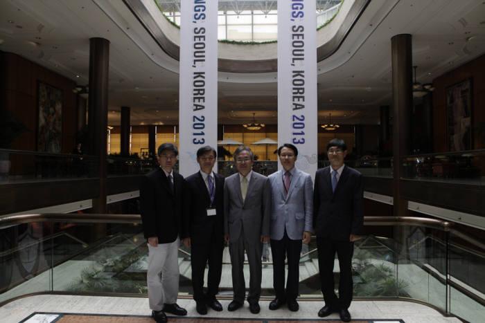 왼쪽부터 공인원 김정수 국제협력위원장, 김성조 수석부원장, 이호성 부원장, 조선형 ETAC위원장, 김대경 국제협력위원