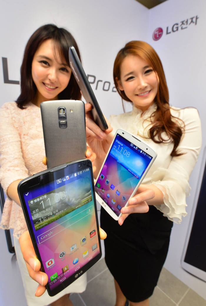 LG전자가 최근 출시한 G프로2. LG전자는 차기 전략 스마트폰 G3에 방수방진 기능을 적용한다.