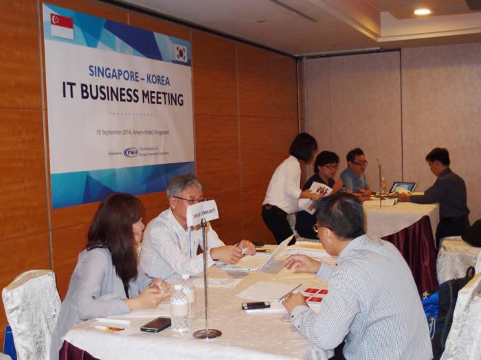 동남아 IT 수출컨소시엄이 18일 싱가포르 및 인근 국가를 대상으로 사업을 추진 중인 현지의 유통채널, 시스템통합(SI)사업자, 다국적 기업, 말레이시아 및 인도네시아 소재 기업과 일대일 상담회를 추진했다.