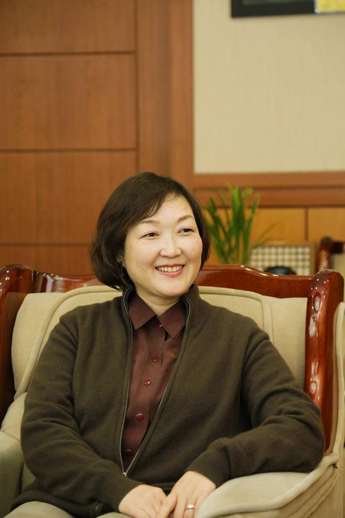 [2015 기관장에게 듣는다] 한선화 한국과학기술정보연구원장