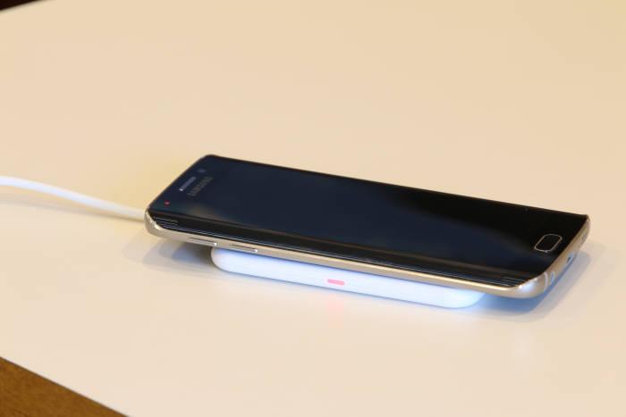 [이버즈리뷰] 코마테크 `프리디 아이폰6용 무선충전 케이스`