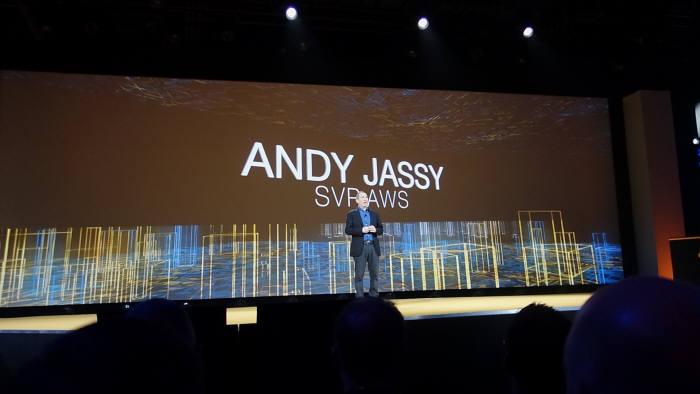 앤디 재시 수석부사장이 7일(현지시각) 미국 라스베이거스 베네시안호텔에서 열린 `아마존웹서비스 리인벤트`에서 발표를 하고 있는 모습.
