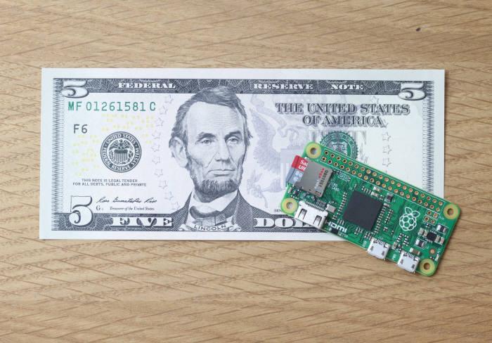 라즈베리 파이 재단이 출시나 5달러짜리 초소형 PC `라즈베리 파이 제로`.<출처:라즈베리 파이 재단>