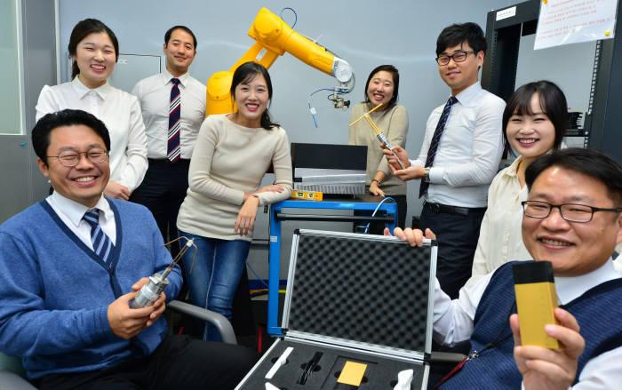 전자파 측정, 교정 분야 최고의 기술을 확보하고 있는 담스테크 연구진이 한자리에 모였다. 윤성혁기자 shyoon@etnews.com