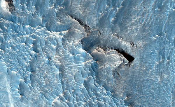 1.이 멋진 얼음조각 패턴은 지구의 모습일까, 또는 고대에 존재했던 화성의 물에 의한 침식의 흔적일까. 사진=나사, 제트추진연구소, 애리조나대