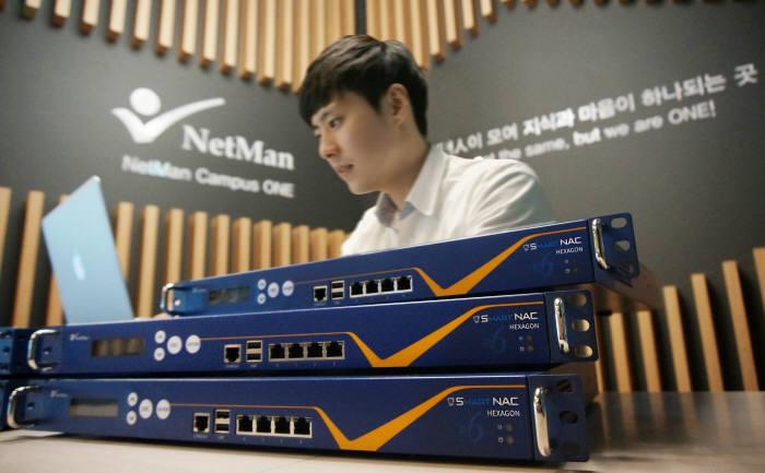넷맨은 기존 네트워크접근제어에 추가하는 것만으로도 IPv6에 대응할 수 있는 어플라이언스를 개발해 출시했다.