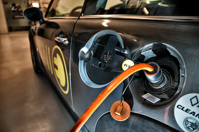 충전중인 EV4(출처 Flickr.com)