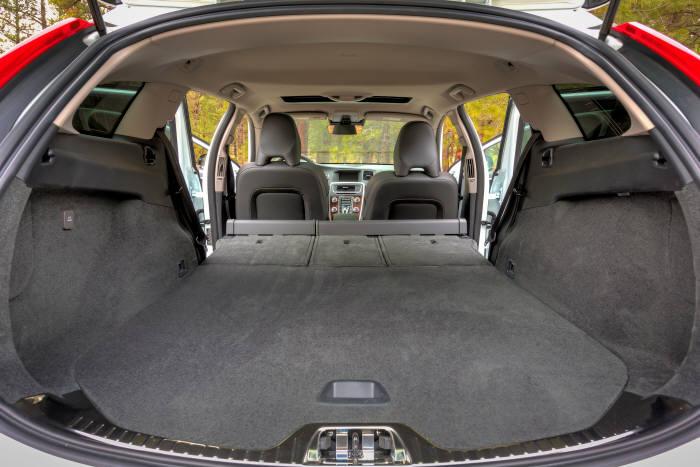 [신차 드라이브]아스팔트에서도 오프로드에서도 자신있는 `볼보 크로스 컨트리(V60)`