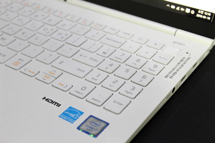숫자 키패드가 포함된 뉴메릭 키보드를 통해 문서 작업 속도를 더 높일 수 있다.