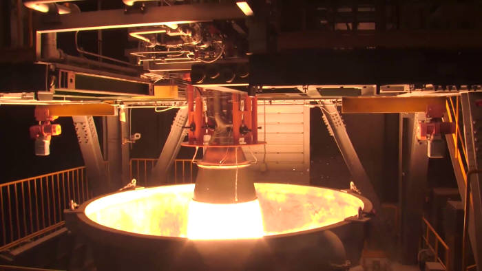 한국형발사체 1단에 적용되는 75톤급 액체 로켓엔진의 핵심 구성품인 연소기가 나로우주센터ㅎ 연소기 연소시험설비에서 시험 하고 있다. <제공 = `15.12.22, 한국항공우주연구원>
