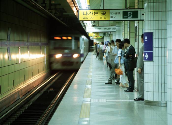 시민의 발 지하철이 기본적인 사이버 보안 규칙도 준수하지 않고 운행했던 것으로 드러났다. ⓒ게티이미지뱅크